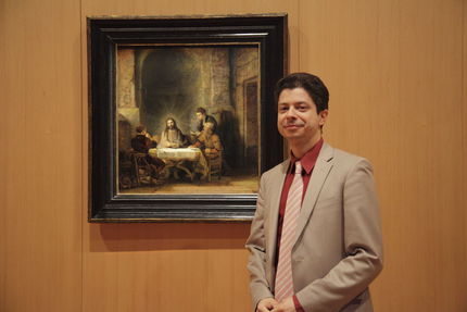 Blaise Ducos in front of Rembrandt, The pilgrims at Emmaus